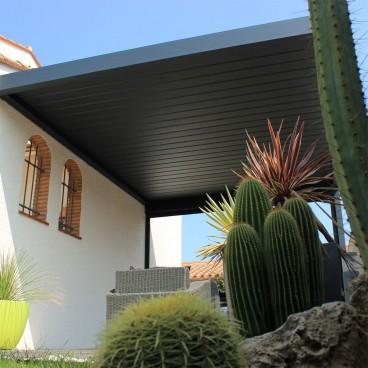 Pergola bioclimatique Lounge perpendiculaire en aluminium - Pérgolas bioclimáticas, persianas y toldos a medida