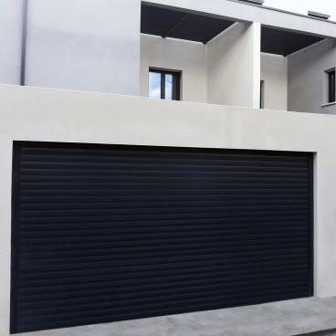 Puerta de garaje enrollable de aluminio - Pérgolas bioclimáticas, persianas y toldos a medida
