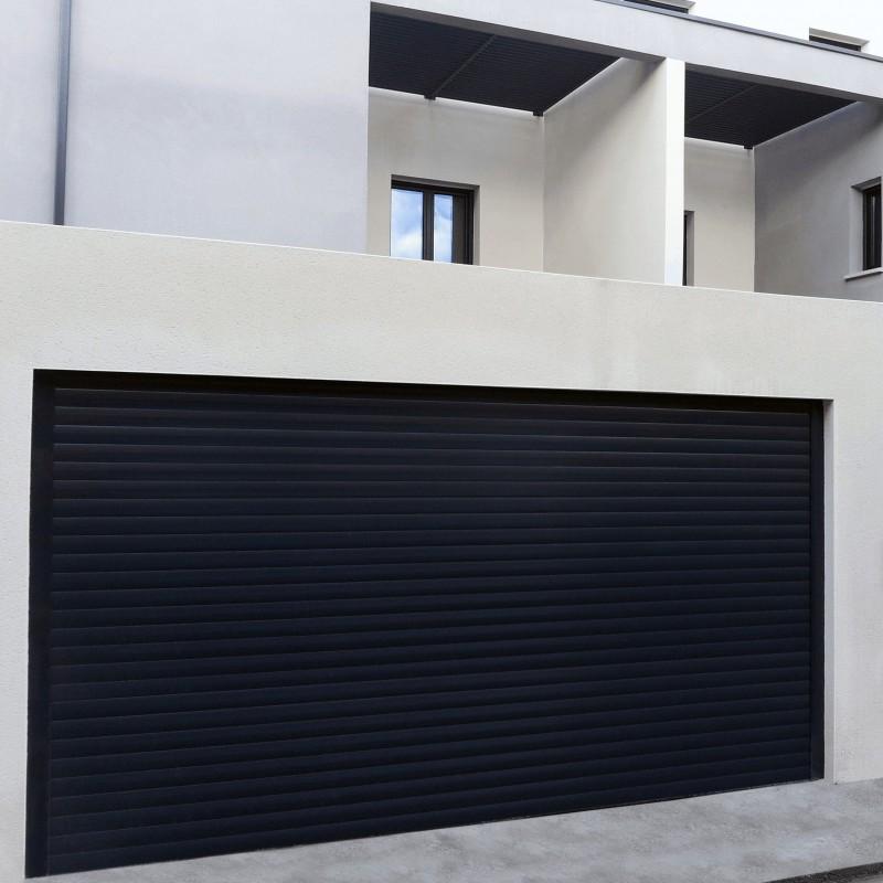 Puerta de garaje de aluminio a medida motorizada enrollable for Puertas de aluminio a medida