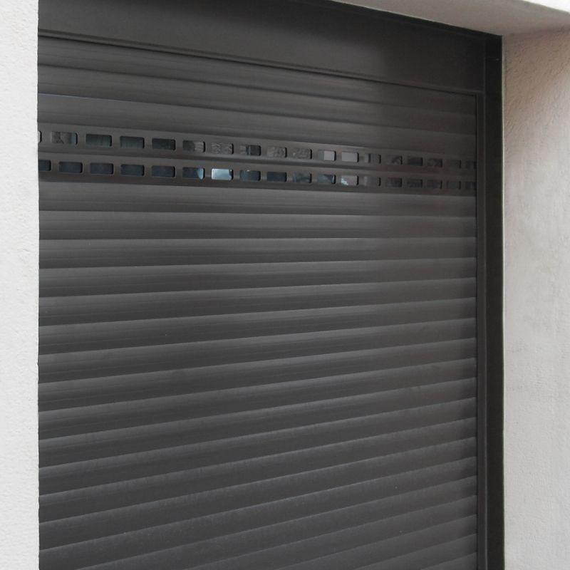 Puerta de garaje de aluminio a medida motorizada enrollable - Porte garage enroulable somfy ...